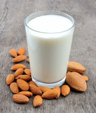 almond-milk-nuts